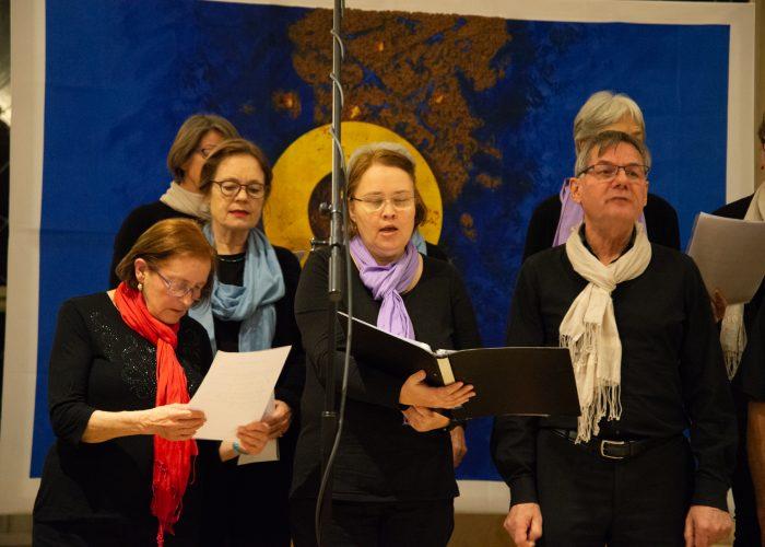 Alt und jung singen am Weltgebetstag 2020 bei den Gospelsingers Sankt Gallus.