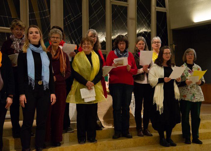 Zusammen mit engagierten Sängerinnen sang der Gospelchor zum Weltgebetstag 2020 in der Pfarrei St. Gallus.