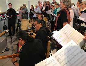 Aufführung der Misa Criola durch die Gospelsingers und den Kirchenchor St. Gallus